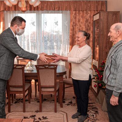 Prezydenckie medale wręczyli wójt gminy Rudna Adrian Wołkowski