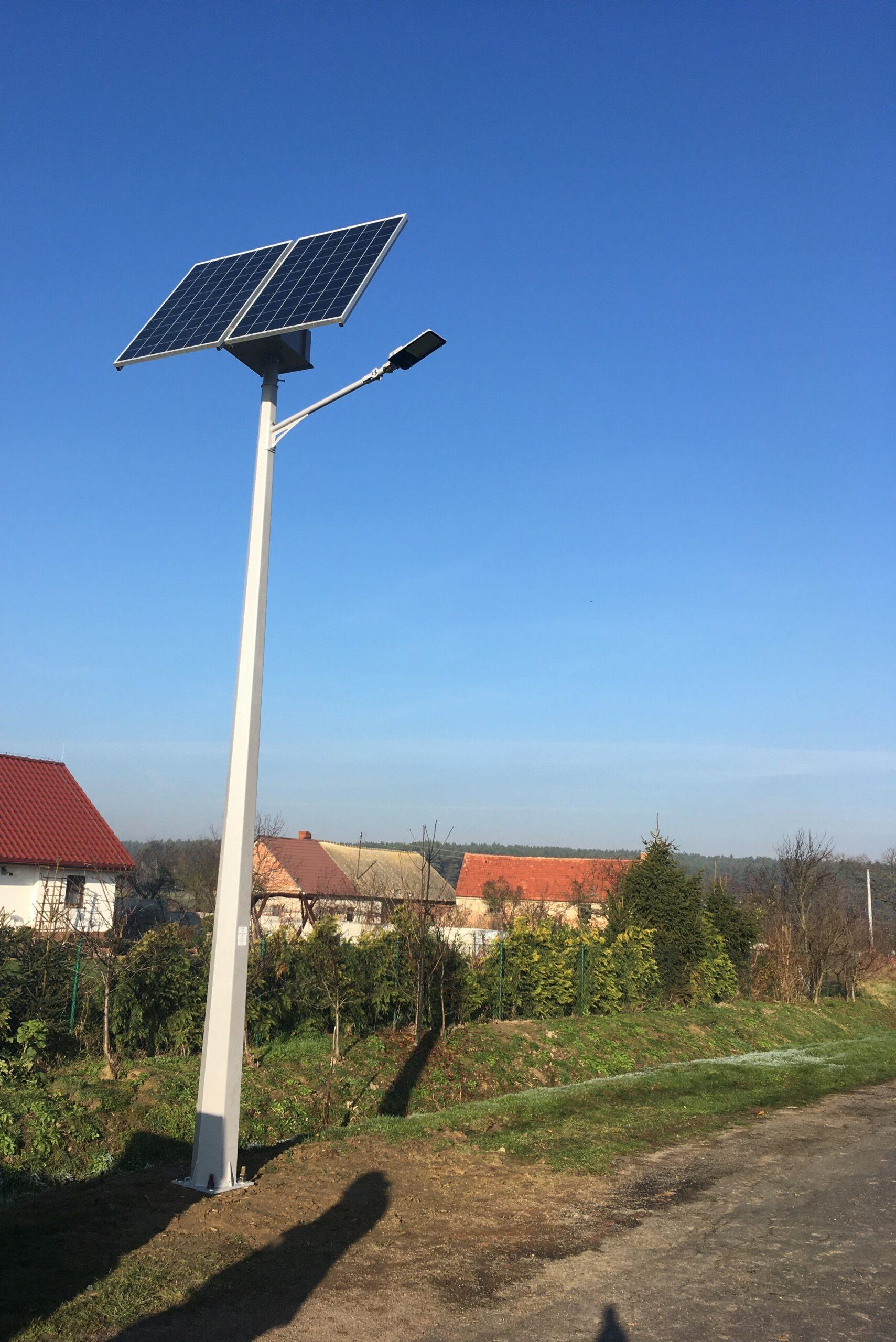 Nowa lampa solarna zamontowana została w Ciechłowicach.